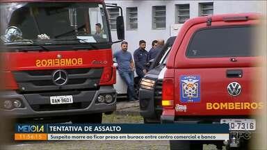 Suspeito morre ao ficar preso em buraco entre centro comercial e banco - O caso foi na madrugada de hoje em Curitiba.