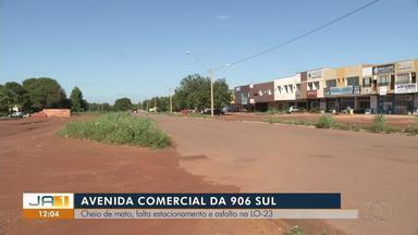 Avenida comercial da 906 Sul não tem estacionamentos e asfalto; comerciantes reclamam - Avenida comercial da 906 Sul não tem estacionamentos e asfalto; comerciantes reclamam