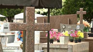 Cemitério de Rolândia está sem espaço para novos sepultamentos - Familiares que perdem um parente e não tem terreno no cemitério da cidade precisam encontrar alternativas para o enterro.