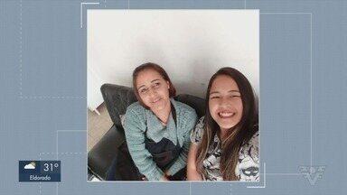 Mãe e filha morrem atingidas por raio enquanto colhiam frutas - As duas estavam no sítio da família no bairro Quilombo, em Registro, no interior de São Paulo. Segundo testemunhas, não chovia e tempo estava ensolarado.