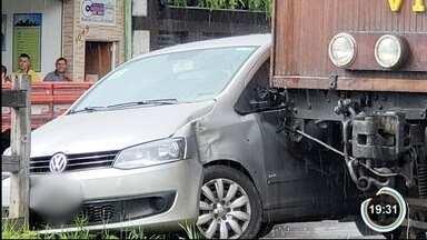 Carro bate em bondinho turístico em Campos do Jordão - Segundo prefeitura, não foi necessária interdição do trânsito no local. Ninguém ficou ferido.