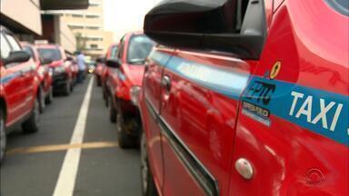 Sem exame toxicológico, quase 30% dos taxistas de Porto Alegre perdem direito de dirigir - Ao todo, são 2.123 taxistas não fizeram o exame.