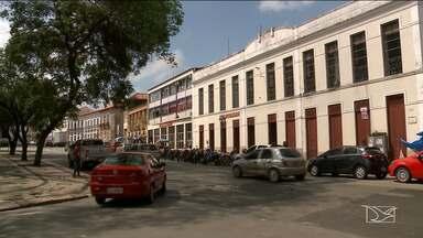 Falta de banheiros públicos incomodam população no centro de São Luís - O problema afeta moradores, turistas e até pessoas com problemas de saúde.