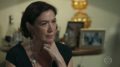 Valentina se enfurece ao saber que não poderá desapropriar o casarão - Ela ameaça romper parceria com Marilda e Eurico