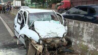 Motorista morre em acidente na BR-116, em Sapucaia do Sul, nesta quinta (10) - Homem dirigia na contramão e colidiu com um caminhão.