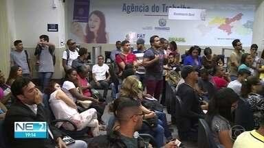 Centenas de pessoas vão à Agência do Trabalho do Recife na esperança de encontrar emprego - Nos primeiros dias de 2019, o cenário foi de aumento de 50% no número de pessoas.