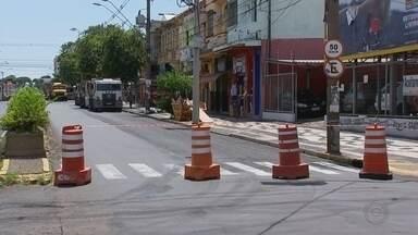 Motoristas devem ficar atentos no trânsito durante o período de interdições em Bauru - Os motoristas de Bauru devem ficar atentos no trânsito durante o período de interdições, que ocorrem na cidade desde quarta-feira (9). Confira as alterações.