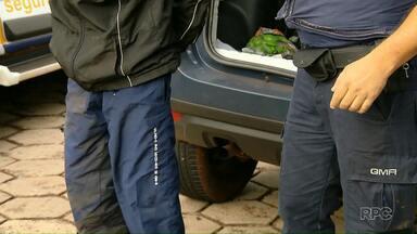Ladrões trocam tiros com a Guarda Municipal - Eles são suspeitos de roubar mulheres em ponto de ônibus