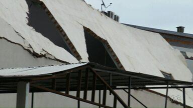Defesa Civil ainda não sabe o que provocou o desabamento em supermercado - Foi durante a chuva que caiu ontem em Foz