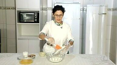 Confeiteira de Catalão ensina como fazer quindão de coco - Doce é feito de quindim e castanha de coco e é opção para sobremesa.
