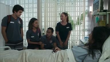 Maria Alice percebe que Pérola perdeu parte da memória - No hospital, Pérola rivaliza com Maria Alice e não consegue se lembrar de Márcio