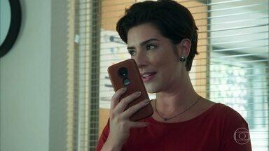Solange pensa em Rafael - Ela manda mensagens para o celular de Rafael na esperança de fazer contato com ele