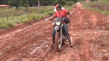 Moradores reclamam de condições de estrada no Vale do Pindaré - Moradores dos povoados sofrem com as péssimas condições da única saída para a BR-316, em Bom Jardim.
