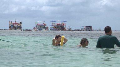 Passeio de catamarã pelas piscinas naturais das praias de João Pessoa - Os passeios de catamarã levam os turistas para piscinas paradisíacas.