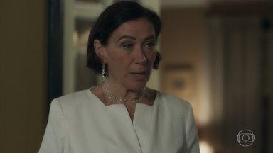 Valentina pede para ter uma conversa séria com Olavo - Após encontro com Lourdes, empresário chega atrasado para o jantar