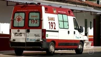 Atendente do SAMU nega atendimento à acidentada - Pessoa que fez a chamada gravou a conversa. Vizinhos levaram a idosa para o hospital. SAMU abriu uma sindicância que pode resultar na exoneração do funcionário, que é concursado.
