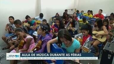 Em Manicoré, alunos vão pra sala de aula aprender a tocar instrumentos musicais - Veja reportagem.