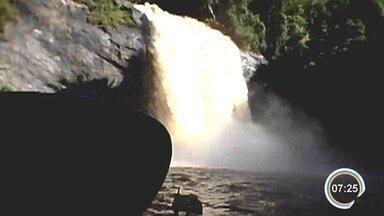 Morador de Lagoinha mostra força da cachoeira após chuva - Imagem foi enviada pelo app Vanguarda Repórter.