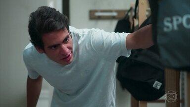 Deivide é ofensivo com Santiago - O zagueiro manda Santiago sair do alojamento para que os demais atletas se vistam