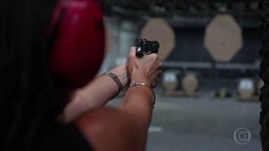Busca por cursos de tiros aumenta e o Fantástico mostra como funciona um clube - Com as mudanças no decreto para a posse de armas, procura por treinamento cresceu.Iniciantes dizem que a falta de segurança pública os motiva a ter uma arma.