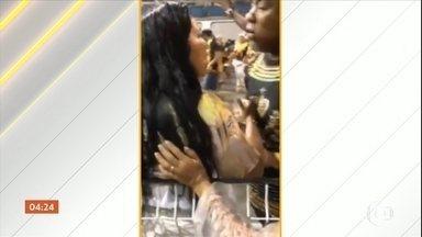 Mulher é agredida por integrante da escola de samba Vai-Vai no Sambódromo em SP - O vídeo, publicado nas redes sociais, mostra um homem com a camiseta da diretoria da escola puxando o cabelo e empurrando a mulher. Veja outras notícias pelo Brasil.