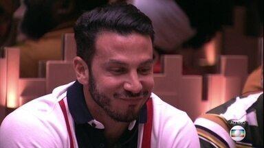 Gustavo perde 500 estalecas por sentar no balanço da área externa - Brother perde estalecas