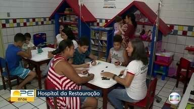ONG Hospitalhaços leva alegria para crianças internadas em hospital do Recife - Há atividades como brinquedoteca, oficinas de artes plásticas e interação com a figura do palhaço. Os interessados podem entrar em contato pelos telefones: (81) 99927.3900 ou (81) 99755.1417.