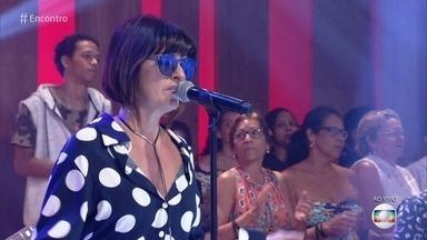 Fernanda Abreu canta 'Veneno da Lata' - Cantora fala sobre a importância dos anos 90 em sua vida