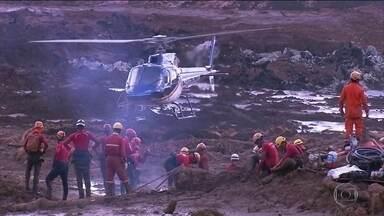 Trabalho dos bombeiros em Brumadinho recebe reforço - 80 bombeiros de vários lugares do Brasil se juntaram ao que já estavam trabalhando na tragédia.