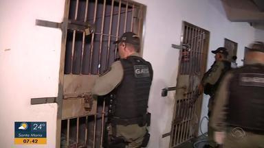 Susepe faz operação e transfere para presídio presos que estavam em delegacias lotadas - Ação foi feita em delegacias de pronto atendimento de Canoas, São Leopoldo e Novo Hamburgo.