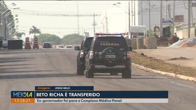 Beto Richa é transferido para o Complexo Médico Penal - Ele foi preso na semana passada na Operação Lava Jato e é suspeito de envolvimento em um esquema de corrupção nos contratos de concessão de pedágio.