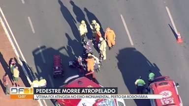 Pedestre morre atropelado no Eixo Monumental - Acidente foi no início da manhã de quinta (31), perto da Rodoviária do Plano Piloto. A vítima morreu no local.