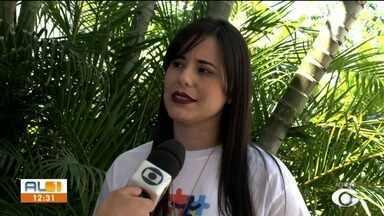Projeto Onda Azul ensina surfe a crianças autistas na orla de Maceió - Ação é realizada pela APAE.