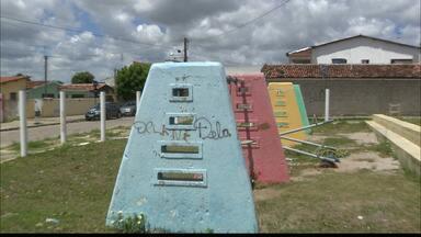 Calendário JPB mostra situação de praça no Ernani Sátiro, em João Pessoa, há dois anos - Moradores reclamam do descaso da prefeitura.
