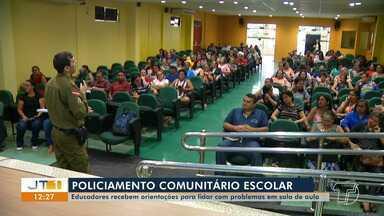 Militares do policiamento comunitário ministram palestra para profissionais da saúde - O evento tem o objetivo de orientá-los sobre situações que ocorrem nas escolas.