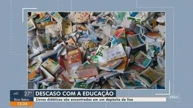 Livros didáticos são encontrados em um depósito de lixo em Camboriú - Livros didáticos são encontrados em um depósito de lixo em Camboriú
