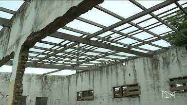 Estádio de futebol é abandonado em São Luís - Praça esportiva fica localizada na Cidade Olímpica e, desde 2003, quando foi inaugurado, nunca passou por reformas