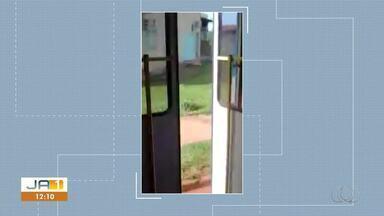 Vídeo flagra transporte público transitando na capital com a porta aberta - Vídeo flagra transporte público transitando na capital com a porta aberta