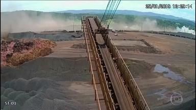 Câmera cedida pela Vale mostra momento exato em que barragem estoura em Brumadinho - Câmera cedida pela Vale mostra momento exato em que barragem estoura em Brumadinho