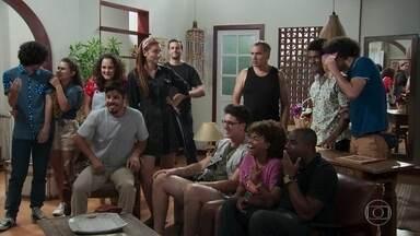 A produção assiste ao filme de pornochanchada de Herculano - Lidiane manda a fita do filme para Kika e todos veem o diretor na pele de Gatão