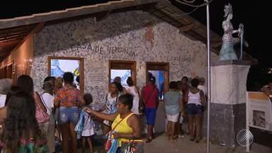 Rio Vermelho tem movimento intenso na noite desta sexta (1), véspera do dia de Iemanjá - Muita gente está adiantando os pedidos e agradecimentos para a 'Rainha do Mar'.