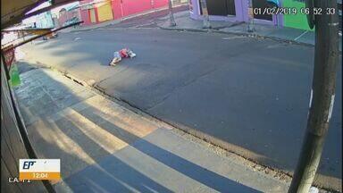 Idoso de 79 anos é atropelado em São Carlos - Ele foi encaminhado à Santa Casa e segue internado.