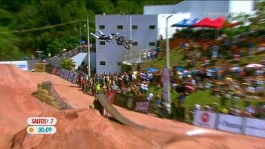 O oitavo salto de Joaninha no Duelo de Motos - O oitavo salto de Joaninha no Duelo de Motos