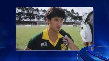 """Jogador mais velho em atividade, Kazu terá homenagem devolvida em Jaú - Japonês de 51 anos jogou no XV de Jaú no final dos anos 80 e agora terá de volta seu título de """"cidadão jauense"""" que havia sido cassado."""
