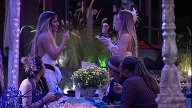 Hariany ouve música 'Terremoto' de Anitta e Kevinho, e diz: 'Essa é nova' - Sister ouve música