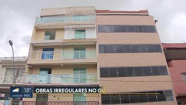 Donos de prédios no Guará constroem acima do que é permitido - O plano diretor local da cidade só permite construções de até quatro andares no polo de modas, mas o que se vê são prédios de cinco e até seis andares.