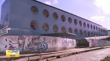 Mais de 6 mil estudantes de Abreu e Lima estão sem aulas por falta de professores - Ano letivo teria início na quarta (6) e foi adiado para o dia 20 de fevereiro. Seleção pública simplificada foi realizada e está em fase de convocação.