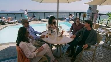 Galdino aborda Jerônimo no hotel de Quinzão - Quinzinho estranha que o playboy se relacione com Quinzinho e rola um climão durante a entrevista de Moana