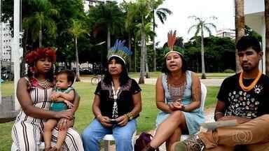Família consegue na Justiça colocar sobrenome indígena nos documentos e comemora - Depois de dez anos lutando para ter mudança nos documentos, Maria Rosa, Mirna, Stefany e Bruno contam que, finalmente, sentem ter história respeitada. Índios moram em Goiânia.