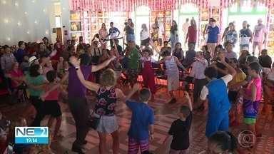 Dia do Frevo é celebrado com aula de dança e troça no Recife - Paço do Frevo recebeu a programação especial